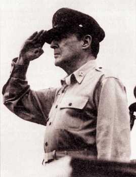 Генерал Макартур Дуглас